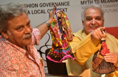 Mr. Brij Bhushan Bhasin, Craft & Textile Commissioner sharing about puppets